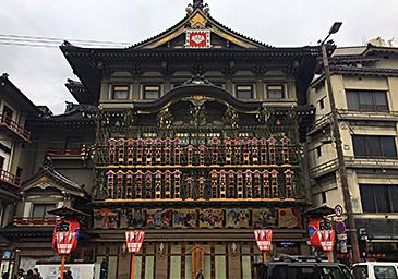 南座正面 | 文字のある風景① 『まねき』~冬の京都の勘亭流~