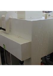 腐食機が稼働しているところ。内部では腐食液が撹拌されている。