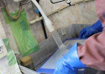 現像後、水洗して乾燥させる。