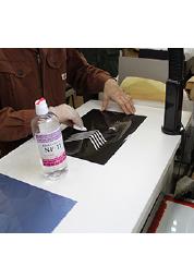 フィルムクリーナーでフィルムの汚れやゴミを除去。