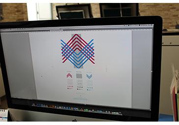入稿された3色刷のデータをAdobe Illustratorで開いたところ。3色の各版をネガフィルムで出力する。