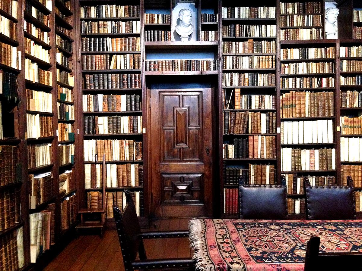 プランタン=モレトゥス印刷博物館の図書室、豊富な資料を保管している。 ©Paperwork
