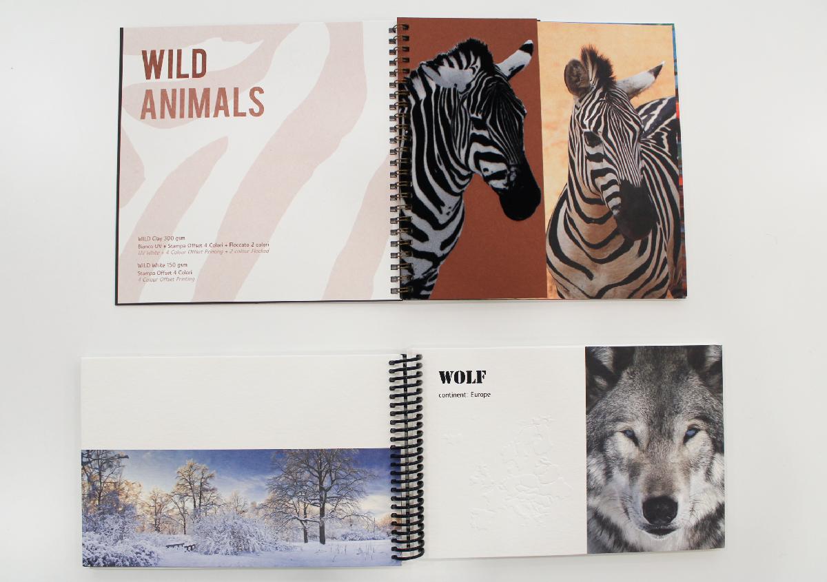 (写真7)「WILD」の印刷サンプル集。触れると凹凸やフロッキー加工の毛羽立ちが確認できる。