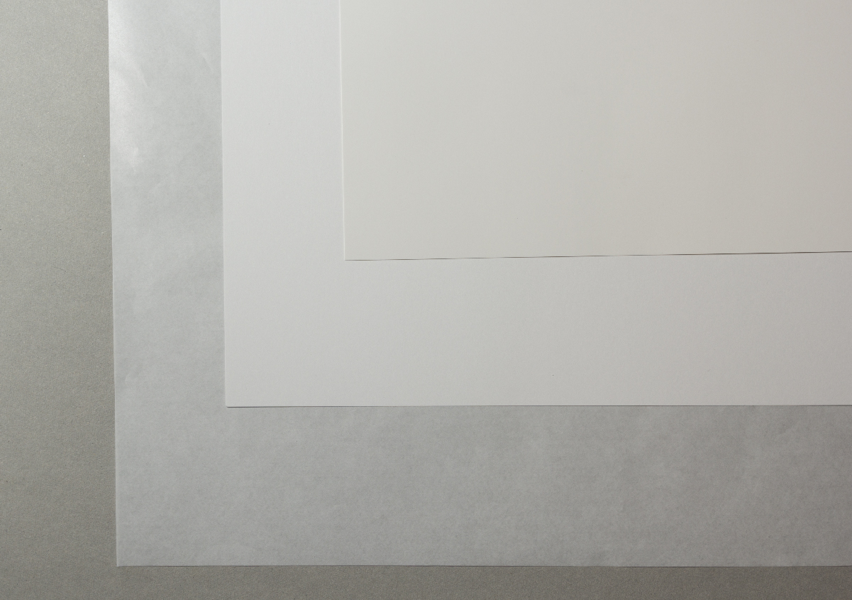 (写真10)胴張用紙の下に入れる用紙。厚みの異なるさまざまな用紙を利用している。
