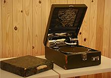 蓄音機 | 『道具がつくった文化』~書体の変遷~