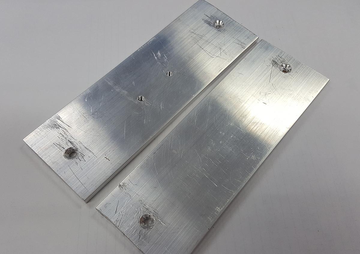 5mm厚のアルミプレートにヒータ固定とプラットフォーム固定用の穴をあけます | 活(い)きた版 「箔押しその3」