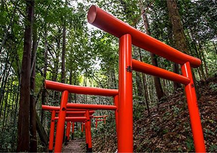 (写真4)鳥居 | 色がもたらす影響や意味合い「赤」 - 三星インキ株式会社 | 活版印刷研究所