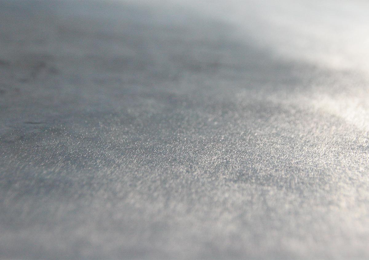 裏打ちをすることで楮の繊維の存在感が際立ちます。 | 仕立ての話「裏打ち」 - 紙の余白 | 活版印刷研究所