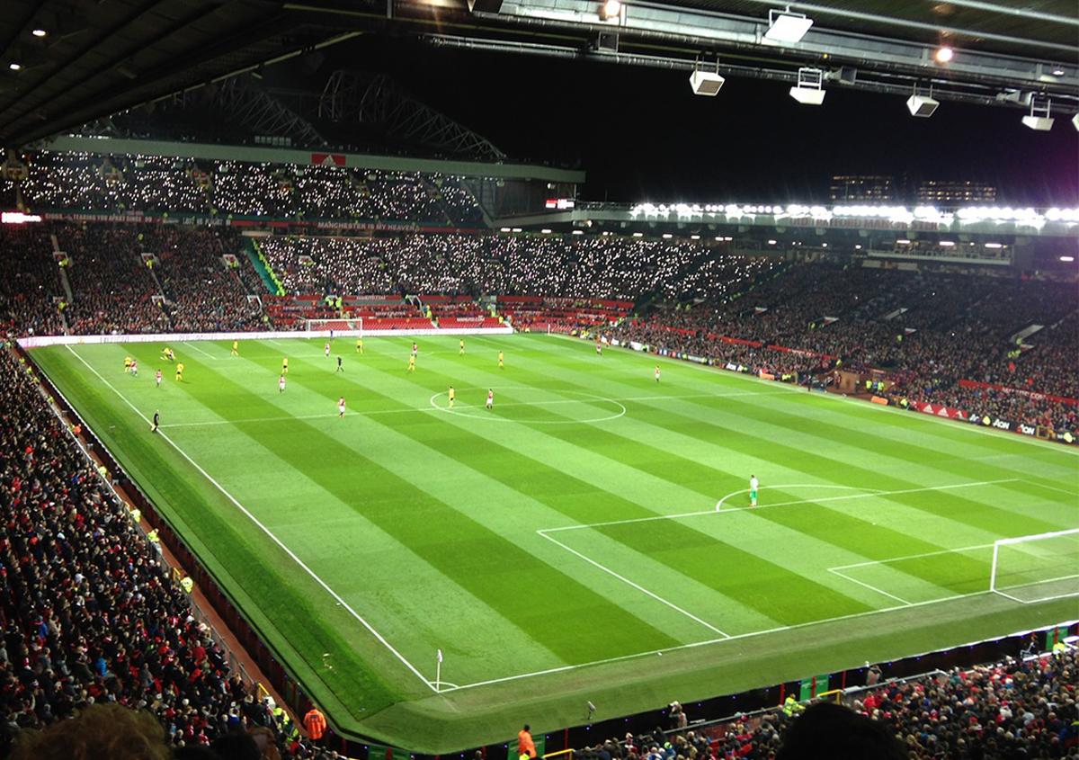 写真:サッカーグラウンド | 色がもたらす影響や意味合い「緑」 - 三星インキ株式会社 | 活版印刷研究所