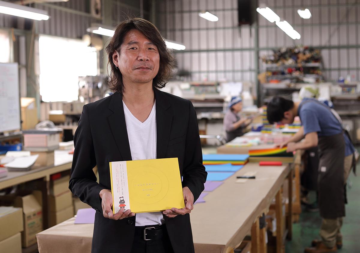 (写真38)デザイナーのスタジオビート・竹歳明弘さん。 | 『くままでのおさらい 特装版』が「 世界で最も美しい本コンクール 」銀賞を受賞 - 生田信一(ファー・インク) | 活版印刷研究所