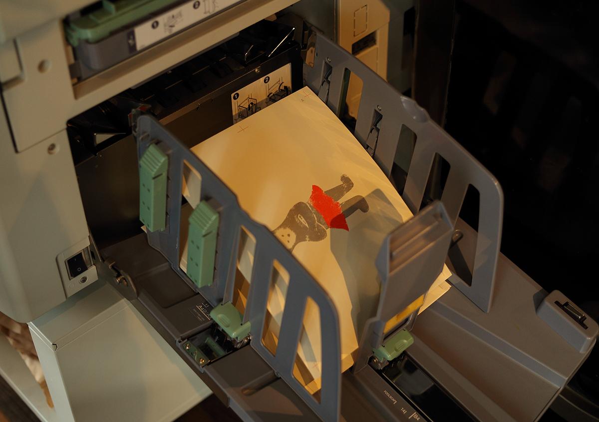 (写真8)リソグラフから出力された『くままでのおさらい 特装版』の紙面。 | 『くままでのおさらい 特装版』が「 世界で最も美しい本コンクール 」銀賞を受賞 - 生田信一(ファー・インク) | 活版印刷研究所