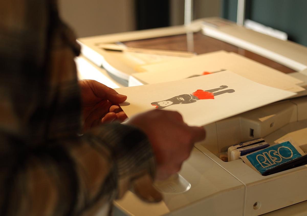 (写真9)リソグラフから出力された『くままでのおさらい 特装版』の紙面。 | 『くままでのおさらい 特装版』が「 世界で最も美しい本コンクール 」銀賞を受賞 - 生田信一(ファー・インク) | 活版印刷研究所