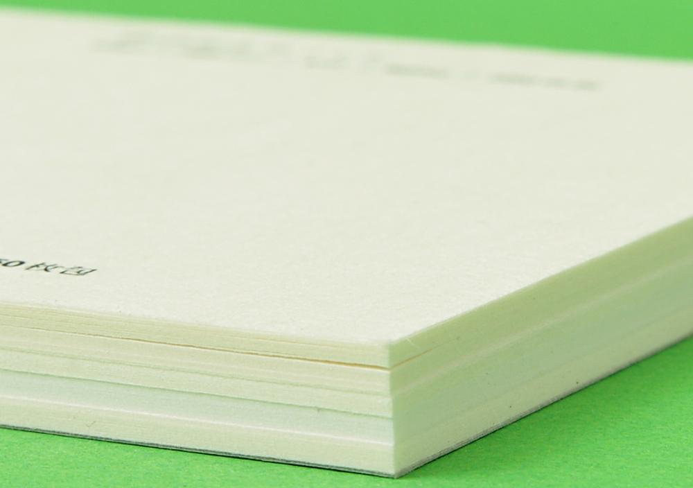 5種類の和紙を10枚ずつ綴じ込んだ 見本帳 写真2 | 書いて楽しむ見本帳 - 株式会社 オオウエ | 活版印刷研究所