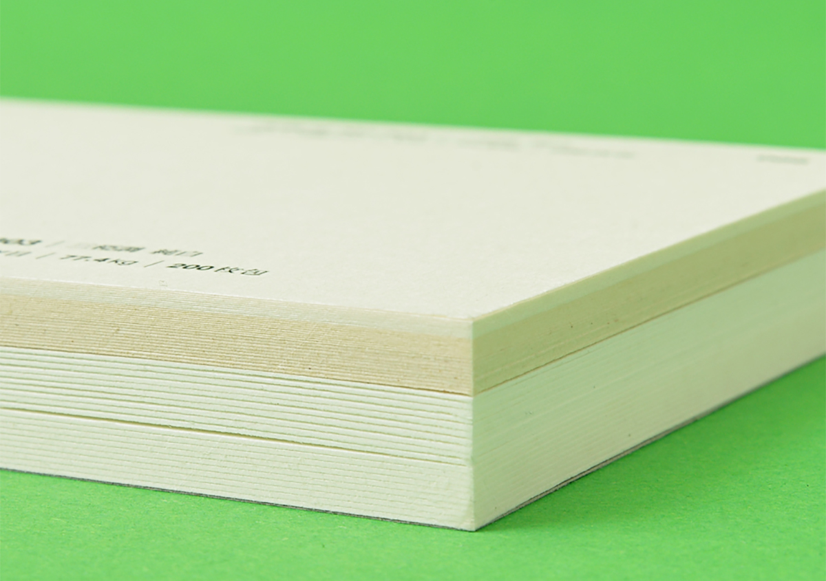 5種類の和紙を10枚ずつ綴じ込んだ 見本帳 写真4 | 書いて楽しむ見本帳 - 株式会社 オオウエ | 活版印刷研究所