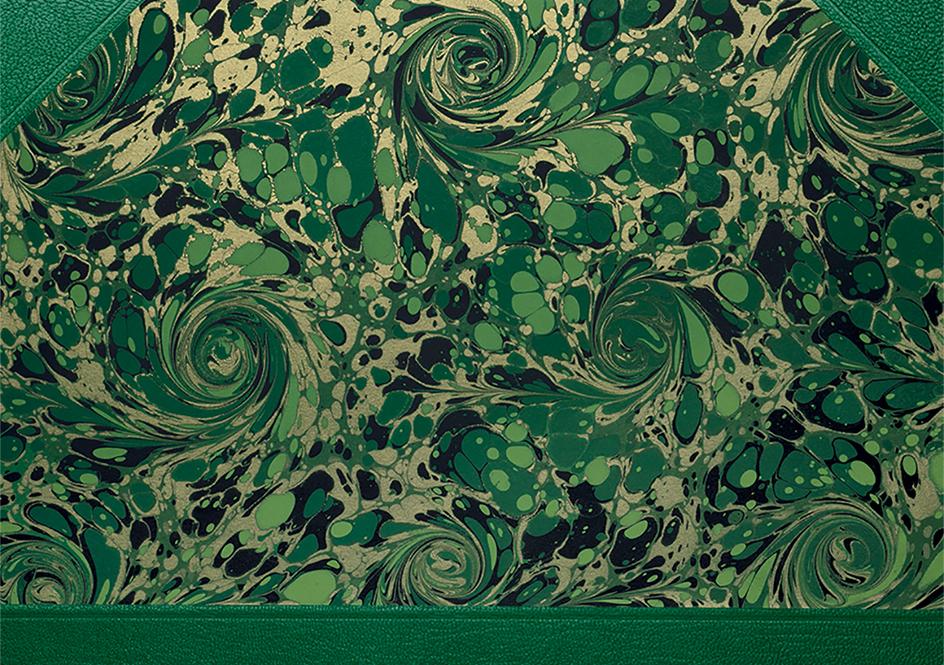 各冊の表紙には大理石風のマーブリングが施されている、かぶりなくそれぞれ一点ものになっている | Folio Society 出版社 - Miki Wang | 活版印刷研究所