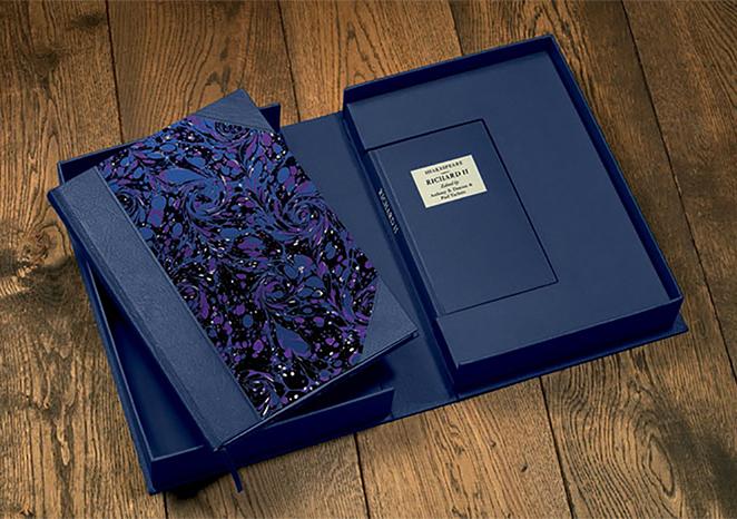 手作業で作られた蝶番箱 | Folio Society 出版社 - Miki Wang | 活版印刷研究所