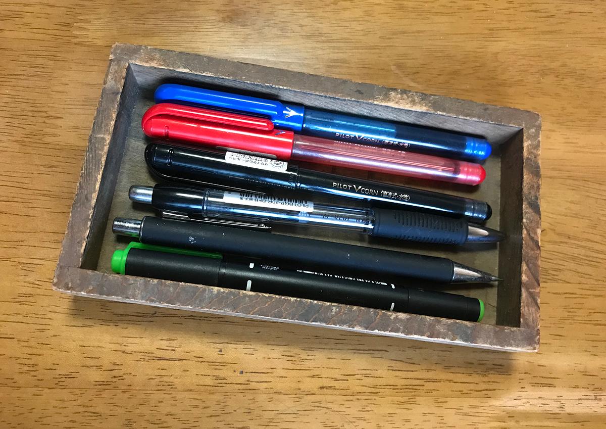 (写真20)筆者が購入した文選箱。目下仕事場のデスクに置くペンケースとして利用していますが、味わい深い趣があります。 | 「 活版TOKYO 2018 」に行ってきました〈後編〉 - 生田信一(ファー・インク) | 活版印刷研究所