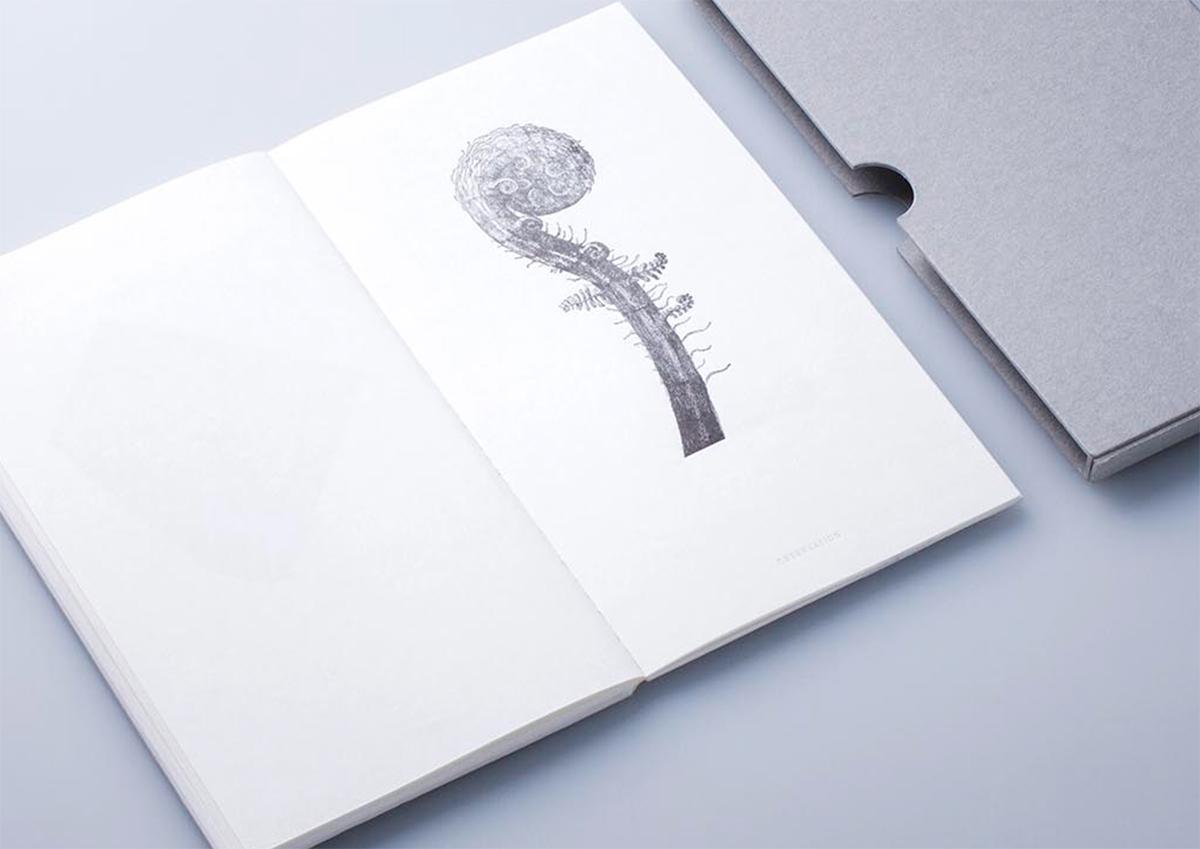(写真22)「CONCEPT BOOK with letterpress technique」。植物からヒントを得た図画を一点一点活版印刷で丁寧に印刷し、植物標本と共に植物の神秘を探るガイドブック。 写真:ALBATRO DESIGN | 個展「 植物標本と活版印刷 」を訪ねる - 生田信一(ファーインク) | 活版印刷研究所