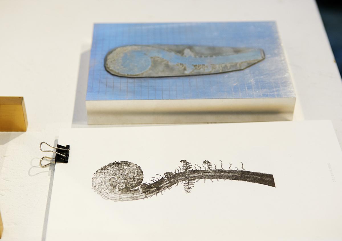 (写真11)「CONCEPT BOOK with letterpress technique」の紙面と、活版印刷で使用された亜鉛版。 | 個展「 植物標本と活版印刷 」を訪ねる - 生田信一(ファーインク) | 活版印刷研究所