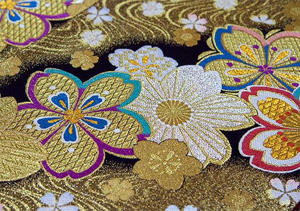帯の装飾 | 色がもたらす影響や意味合い「 金と銀 」 - 三星インキ株式会社 | 活版印刷研究所