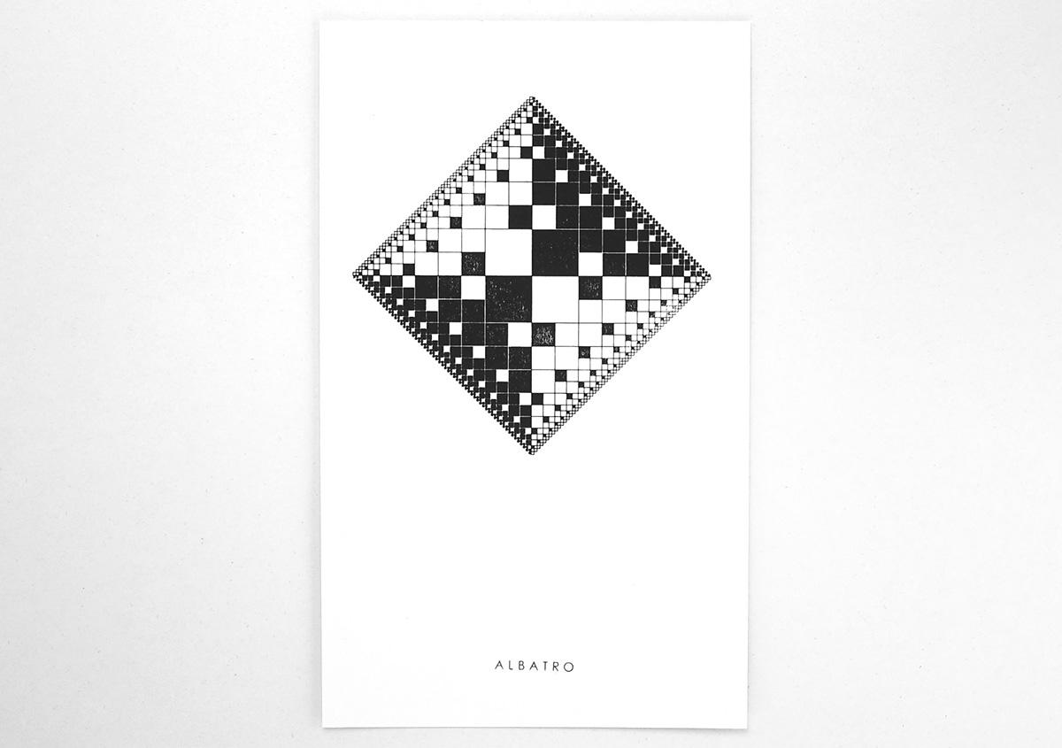 (写真24)複雑な図形に思えるが、基本となっているのは四角の幾何学図形だ。比率を変えて面、線を組み合わせ、全体にエンブレムのような風格を感じさせるグラフィックになっている。 | 活版印刷の技術で、複製できない価値を生み出す - 生田信一(ファーインク) | 活版印刷研究所