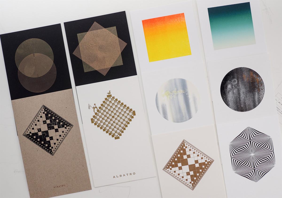 (写真26)数々の印刷表現を並べて撮影した一枚。ユーモラスな表現も混じっておもしろい。 | 活版印刷の技術で、複製できない価値を生み出す - 生田信一(ファーインク) | 活版印刷研究所