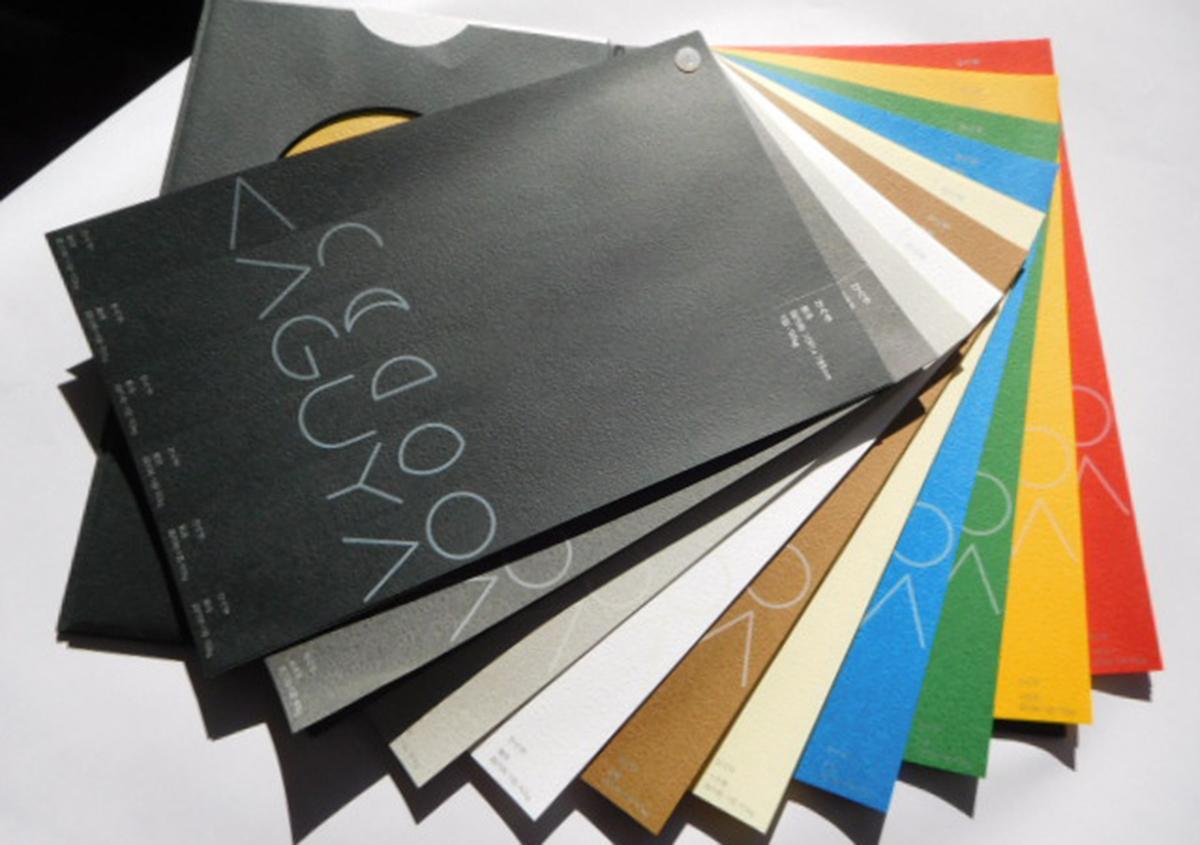 10色のカラーバリエーションで、月の存在感を表しています。 | 紙の色名を決める(その2) - 平和紙業株式会社 | 活版印刷研究所