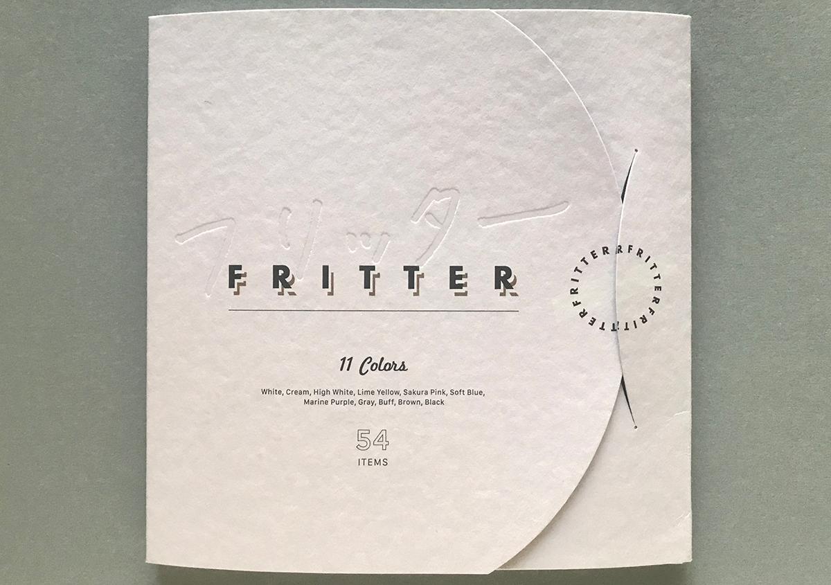 (写真1)フリッターの見本帳。フリッターの体系が一覧でき、印刷見本も豊富に掲載されています。 | 軽やかで明るい色合いのファンシーペーパー「フリッター」がリニューアル - 生田信一(ファーインク) | 活版印刷研究所