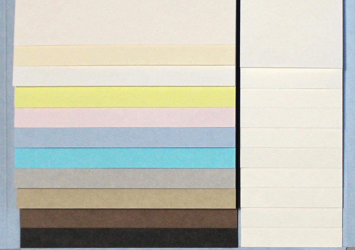 (写真5)見本帳は、カラーと連量が並んで整理され、使いやすい。 | 軽やかで明るい色合いのファンシーペーパー「フリッター」がリニューアル - 生田信一(ファーインク) | 活版印刷研究所