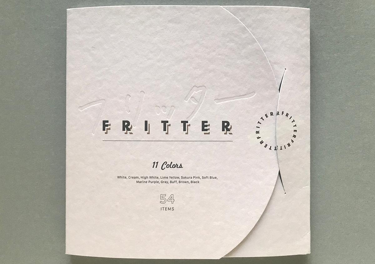 (写真8)見本帳の表紙には、「フリッター」の文字の空押しや、ホワイトインキの効果が確認できる。 | 軽やかで明るい色合いのファンシーペーパー「フリッター」がリニューアル - 生田信一(ファーインク) | 活版印刷研究所