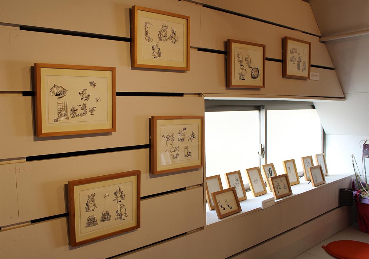(写真13)2階のスペースには、大高郁子さんの原画が額装されて展示されていました。 | 展覧会『 万太郎句抄と浅草図 』と活版印刷の魅力 - 生田信一(ファーインク) | 活版印刷研究所