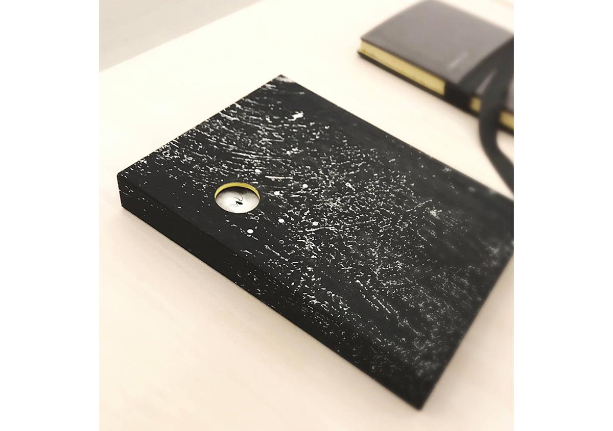 (写真7)本間あずささんが手がけられた黒の夫婦箱のブックケース。 | 絵本『ちょうちょうなんなん』から派生した『a Butterfly Effect』展 - TOPICS | 活版印刷研究所