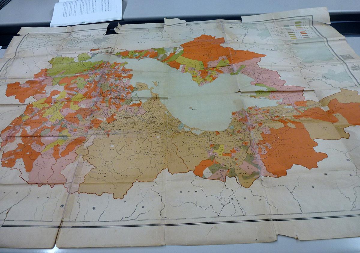 古い地図の修理 困っています!