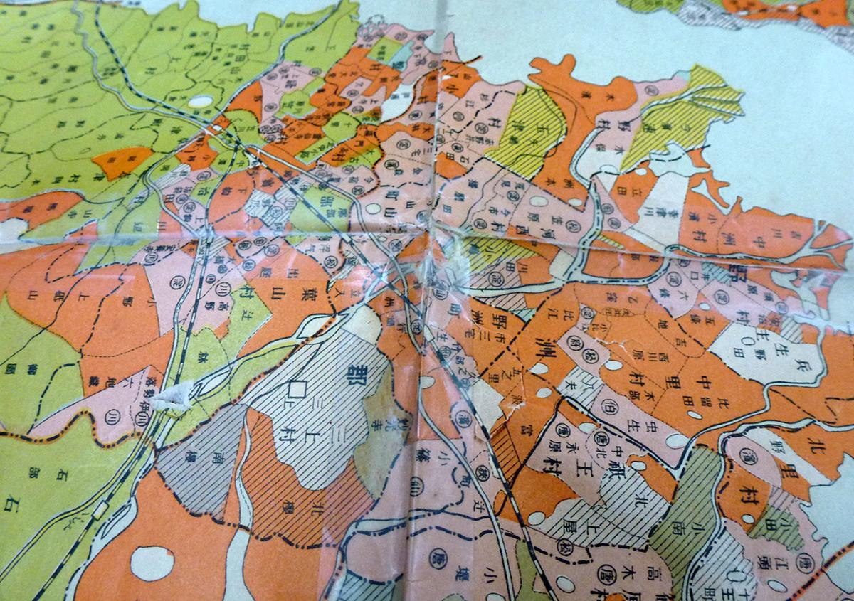 折り目に貼られたメンディングテープ | 古い地図の修理 困っています! - 京都大学図書館資料保存ワークショップ | 活版印刷研究所