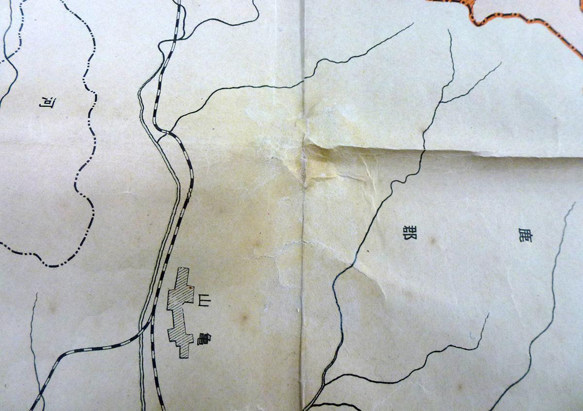折り目に貼りつかない | 古い地図の修理 困っています! - 京都大学図書館資料保存ワークショップ | 活版印刷研究所