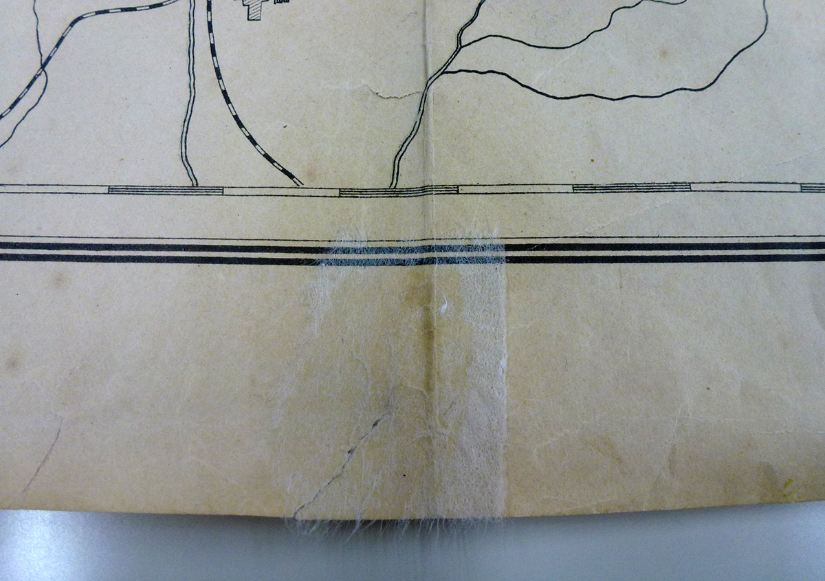 和紙を貼る | 古い地図の修理 困っています! - 京都大学図書館資料保存ワークショップ | 活版印刷研究所