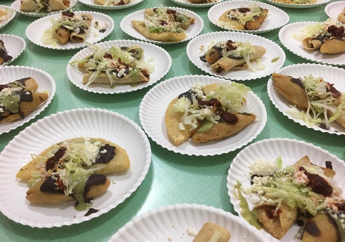 写真7 ケサディージャとモローテという料理。 | ミニプリントオアハカ - アミリョウコ | 活版印刷研究所