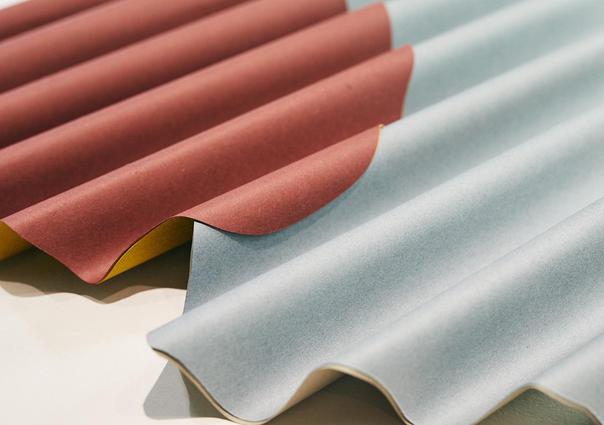 (写真6)ウェーブやジャバラ状に成形された紙は強い強度があります。ウェーブは紙が硬く加工され、ジャバラは伸縮性があります。 | 平和紙業 ペーパーボイス東京がリニューアル、「PPP」展に行ってきました - 生田信一(ファーインク) | 活版印刷研究所