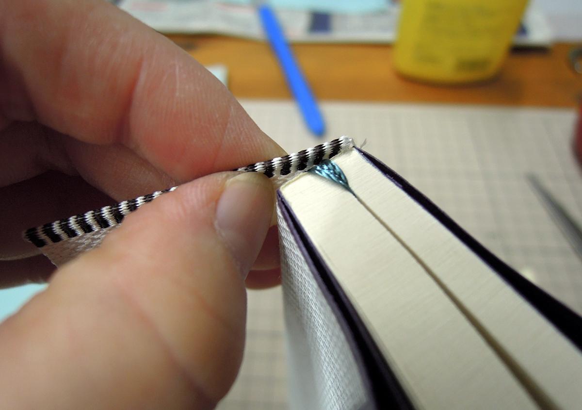 (写真3) | 文庫本の改装に挑戦!キットを使って。 - 京都大学図書館資料保存ワークショップ | 活版印刷研究所