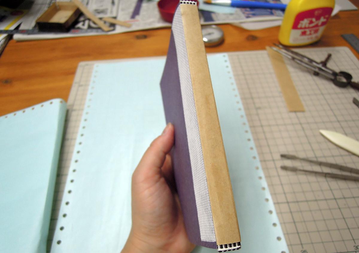 (写真4) | 文庫本の改装に挑戦!キットを使って。 - 京都大学図書館資料保存ワークショップ | 活版印刷研究所