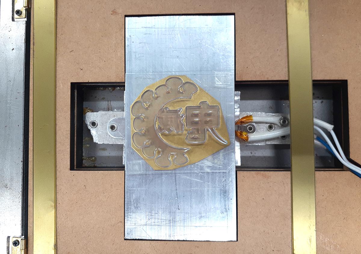 (写真2) | 鬼滅ロゴ箔押し〜無限失敗編〜 - (株)和光 | 活版印刷研究所