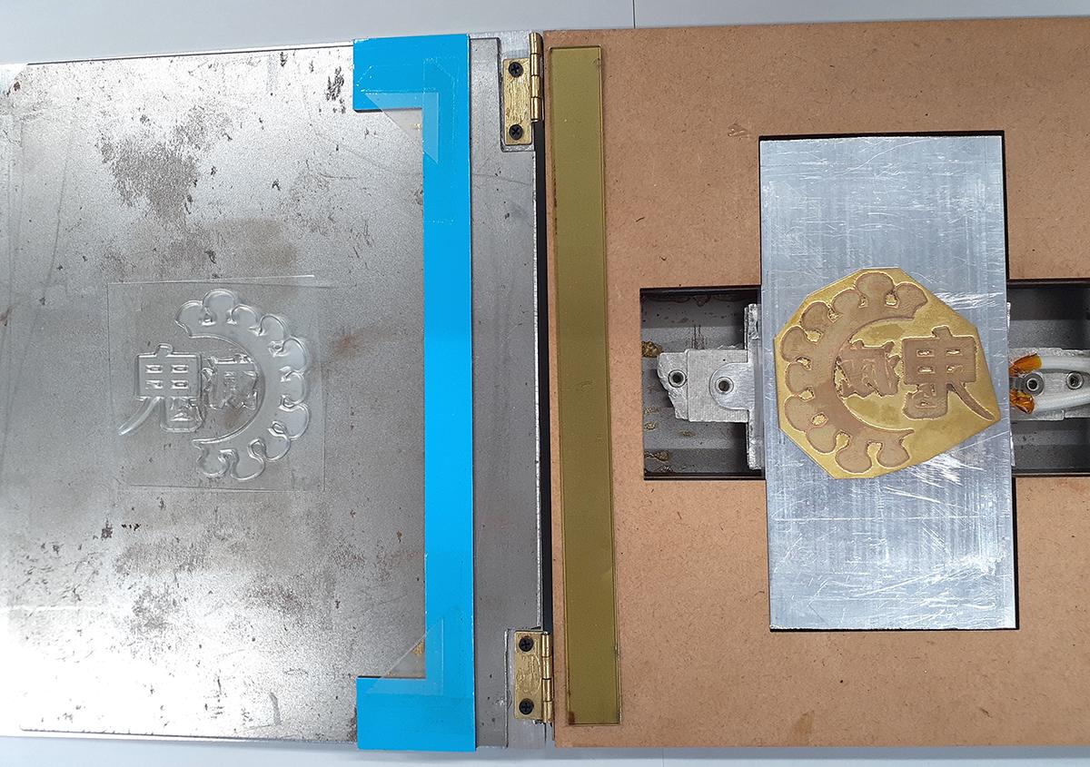 (写真3) | 鬼滅ロゴ箔押し〜無限失敗編〜 - (株)和光 | 活版印刷研究所
