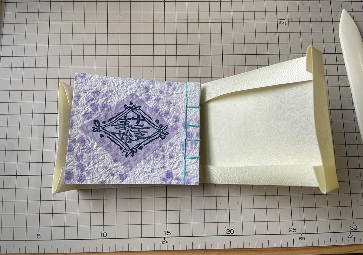 (写真2) | 羊皮紙でブックカバーを作る体験をしました。 - 京都大学図書館資料保存ワークショップ | 活版印刷研究所