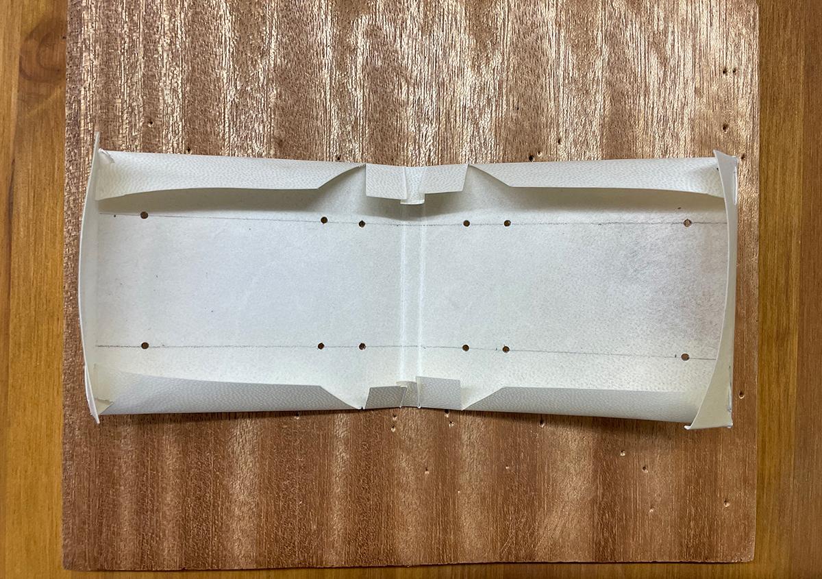 (写真4) | 羊皮紙でブックカバーを作る体験をしました。 - 京都大学図書館資料保存ワークショップ | 活版印刷研究所