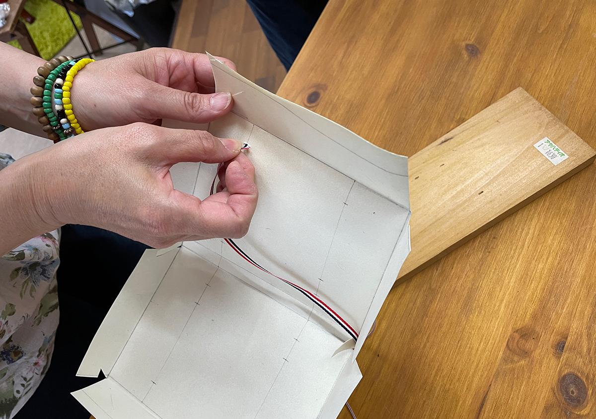 (写真5) | 羊皮紙でブックカバーを作る体験をしました。 - 京都大学図書館資料保存ワークショップ | 活版印刷研究所