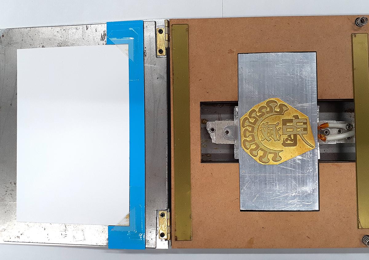 (写真4)   鬼滅ロゴ箔押し8 - (株)和光   活版印刷研究所